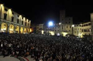 piazzaGrande13Sera